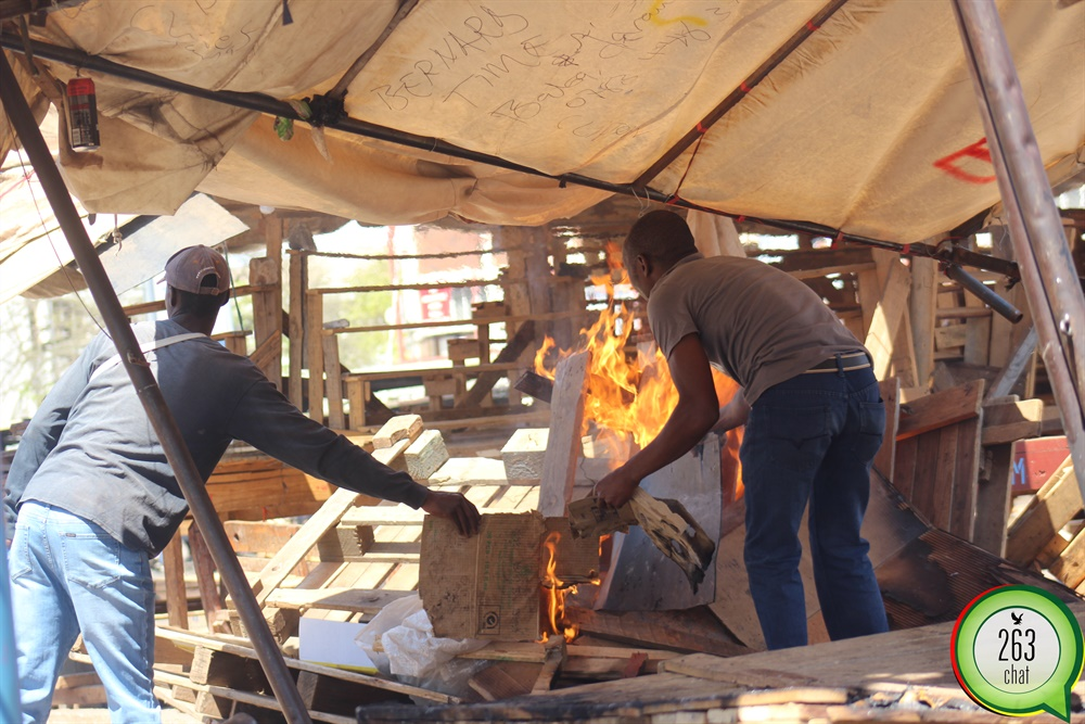 unidentified youths burn copacabana stalls-263chat